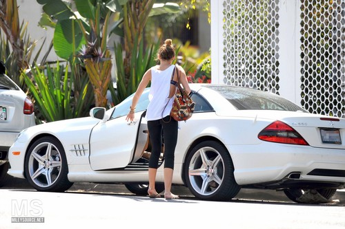 05/04 Arriving At A Pilates Class In West Hollywood