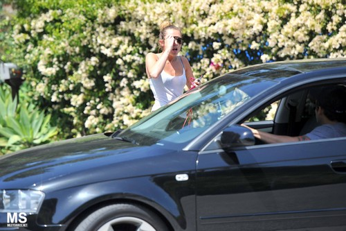 05/04 Jogging With Her Dog In Los Angeles