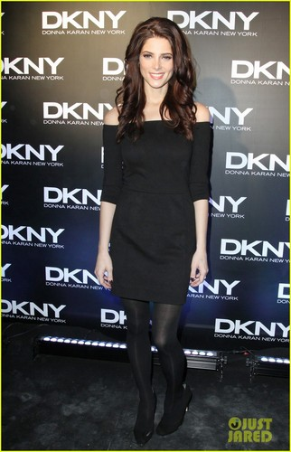 Ashley Greene: DKNY 显示 in Russia