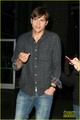 Ashton Kutcher Cheers On the Lakers - ashton-kutcher photo