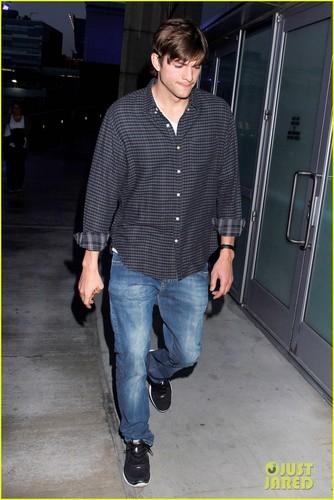 Ashton Kutcher Cheers On the Lakers