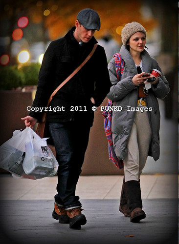December 4, 2011. Ginnifer and Josh go grocery shopping in downtown Vancouver.