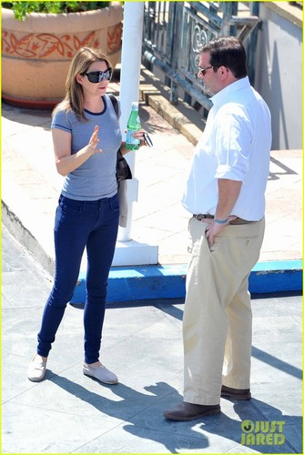 Ellen Pompeo Leaves Lunch in a Hurry - ellen-pompeo Photo