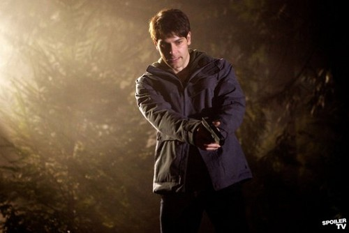 Episode 1.16 - The Thing with Feathers - Promo fotografias