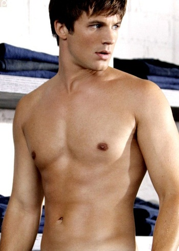 HOT!(the person you don´t know is MATT LANTER!♥)