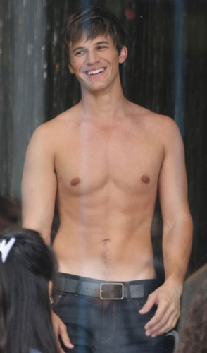 HOT!(the person toi don´t know is MATT LANTER!♥)