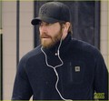 Jake Gyllenhaal: NYC Subway Stop - jake-gyllenhaal photo