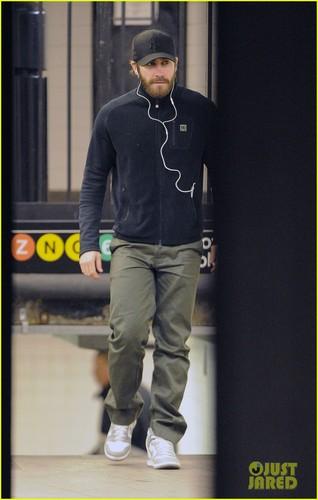 Jake Gyllenhaal: NYC Subway Stop