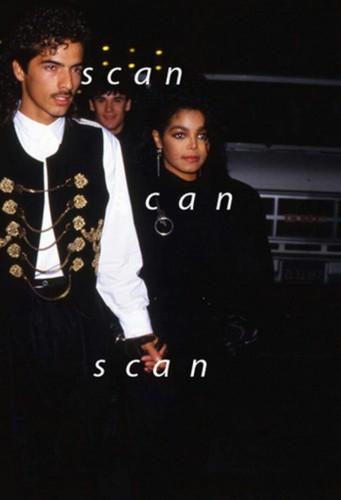 Janet's Rare mga litrato