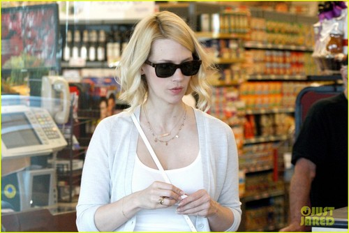 January Jones wallpaper possibly containing sunglasses and a newsstand entitled January Jones: Grocery Gal!