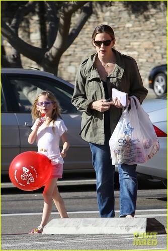 Jennifer Garner & Violet: Shoe Shopping