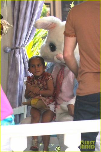 Jennifer Lopez: Easter Bunny with the Twins