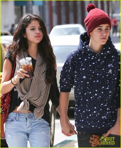 Justin Bieber und Selena Gomez Hintergrund probably containing a straße called Justin Bieber & Selena Gomez: Panera Pair