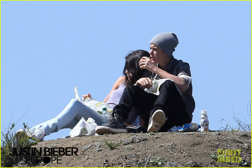 Justin Bieber Subway Sandwiches with Selena Gomez!