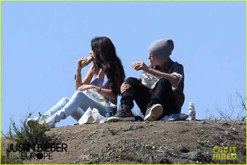 Justin Bieber Subway Sandwiches with Selena Gomez!