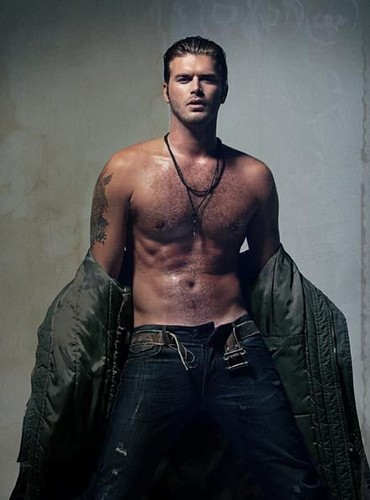 Kivanc Tatlitug shirtless!