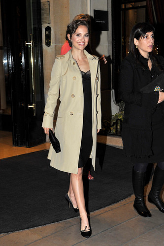 Leaving her hotel to attend Dior makan malam, majlis makan malam in Paris, France (April 3rd 2012)