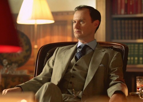 http://images5.fanpop.com/image/photos/30300000/MH-mycroft-holmes-30335868-500-357.jpg