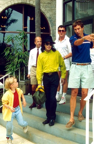 Michael Jackson in yellow :) ♥