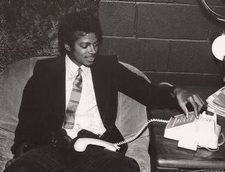 Michael Jackson making calls ♥ (rare picture)