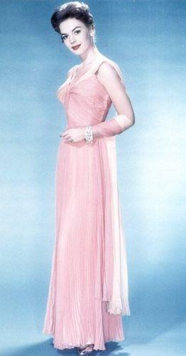 나탈리 우드 바탕화면 probably with a 칵테일 dress, a nightgown, and a negligee called Nat