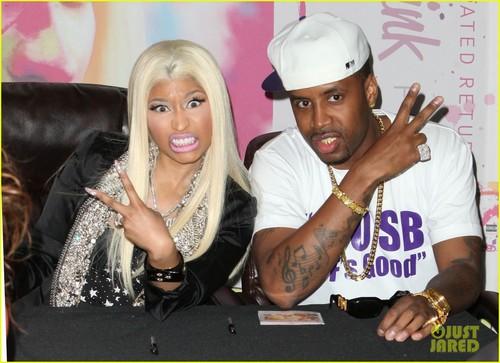 Nicki Minaj: 'Roman Reloaded' Best Buy Signing!