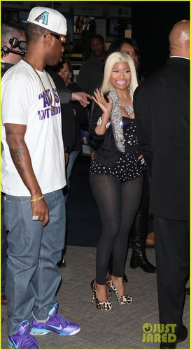 Nicki Minaj: 'Roman Reloaded' Best Buy Signing! - nicki-minaj Photo