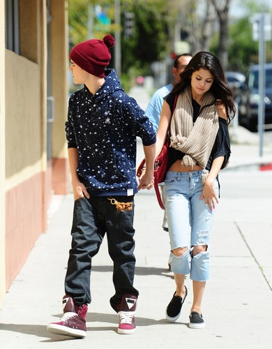 Selena Gomez and Justin Bieber cinta tanggal at Panera roti