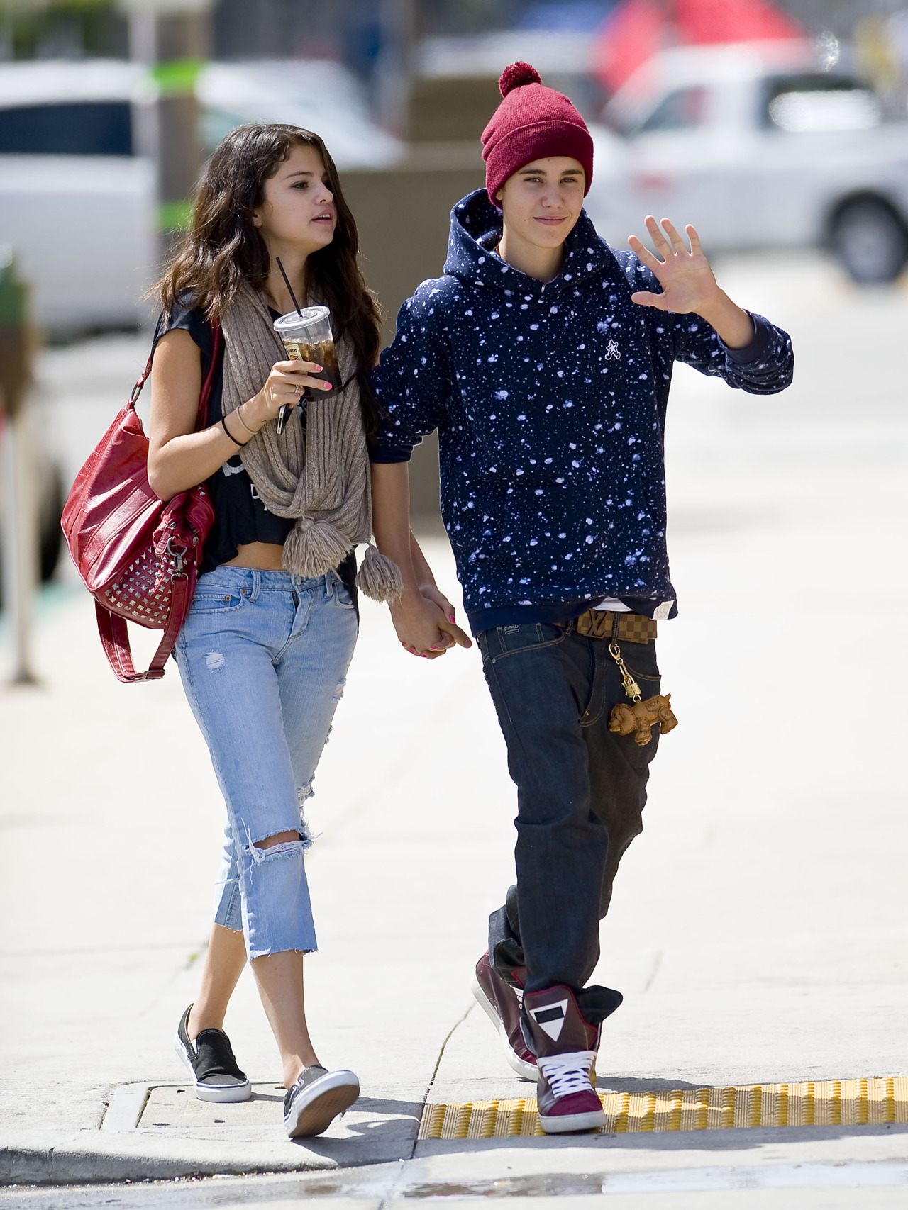 What year did selena gomez and justin bieber started dating