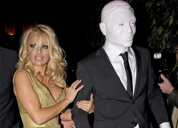 This is rumoured to be michael in mask with Pamela Anderson