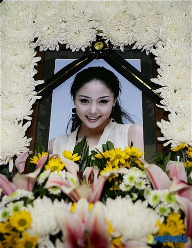 U;Nee (May 3, 1981 – January 21, 2007