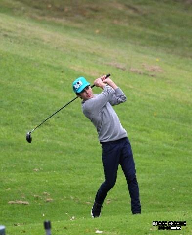 Zac Efron - Playing Golf In Sydney 2012