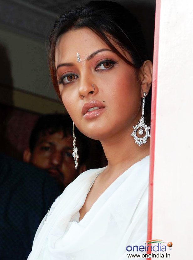 Related Pictures riya sen promotes for agni jewels 2010