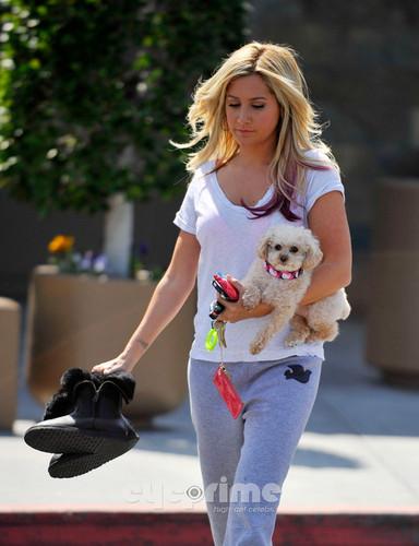 Ashley Tisdale getting a Mani-Pedi