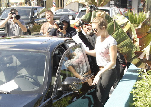 11/04 Leaving A Pilates Class In West Hollywood