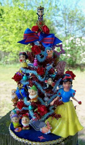 19th Day Miniatures Snow White theme tree