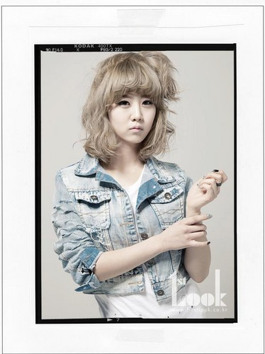 EXID (이엑스아이디) 바탕화면 with a portrait called 1st Look Dami