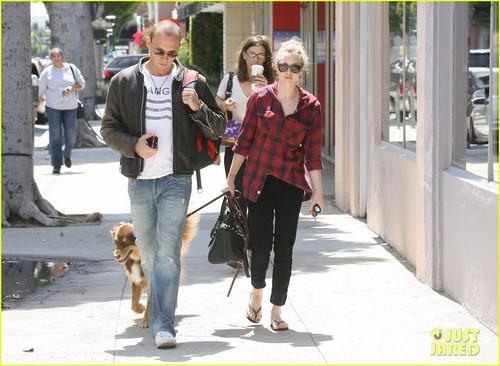 Amanda Seyfried & Finn: Doggy দিন Out!
