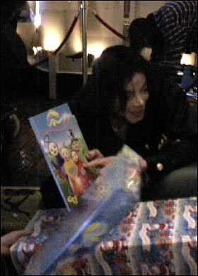 Applehead with a Teletubbies book ♥  (rare picture)
