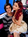 Ariana sitting on Avan's lap - avan-jogia-and-ariana-grande photo