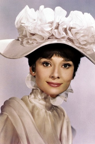 Audrey Hepburn achtergrond entitled Audrey as Eliza Doolittle