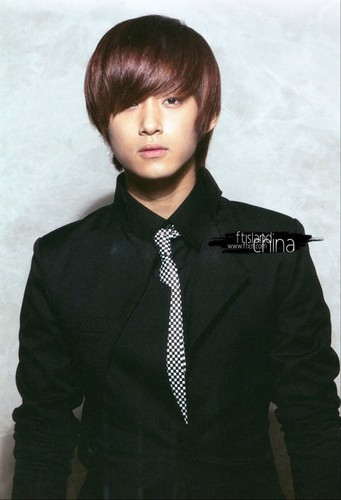 FT ISLAND (에프티 아일랜드) پیپر وال with a well dressed person and a business suit titled Beautiful Hits for Asia Vol. 2 Version B