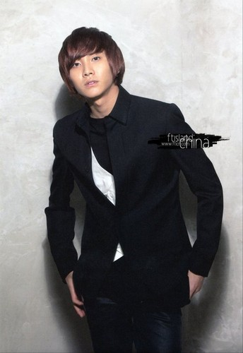 FT ISLAND (에프티 아일랜드) Hintergrund containing a business suit, a suit, and a well dressed person titled Beautiful Hits for Asia Vol. 2 Version B