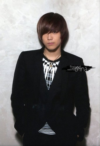 FT ISLAND (에프티 아일랜드) Hintergrund with a well dressed person titled Beautiful Hits for Asia Vol. 2 Version B