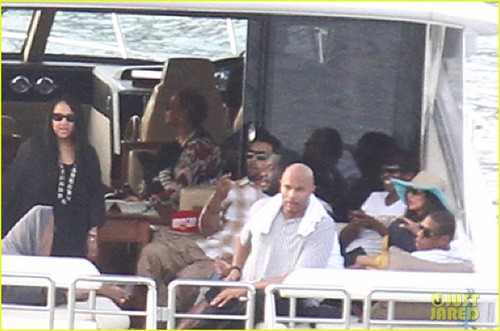 Beyonce & Jay-Z: Boating With Blue Ivy