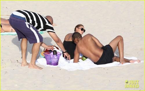 beyonce & Jay-Z: Sunny playa Day!