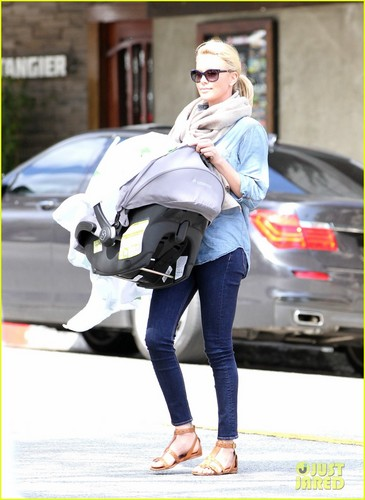Charlize Theron: Little Dom's Lunch with Baby Jackson!
