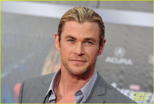 Chris Hemsworth Premieres 'The Avengers'