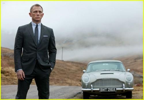 Daniel Craig: New 'Skyfall' Pics!
