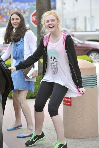 Elle leaving dance class in Studio City (12 April 2012)